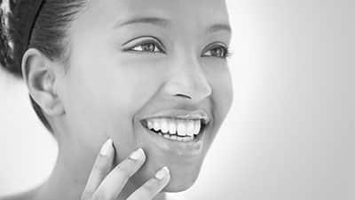 علل ، علائم بروز خط لبخند و درمان آن