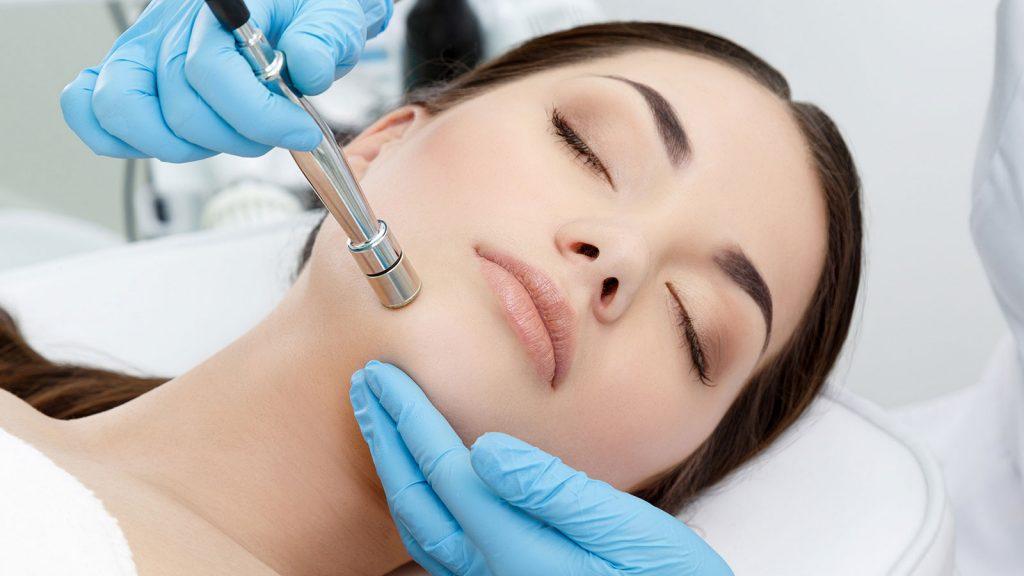 میکرودرم ابریژن - کلینیک پوست و مو رخ آرا