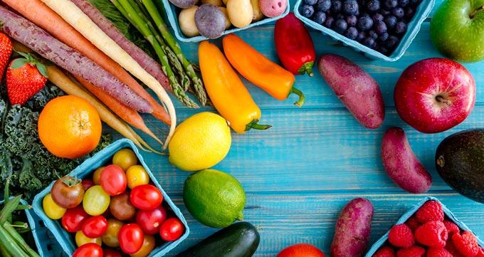 ۱- میوه و سبزیجات را در وعدههای غذایی خود بگنجانید