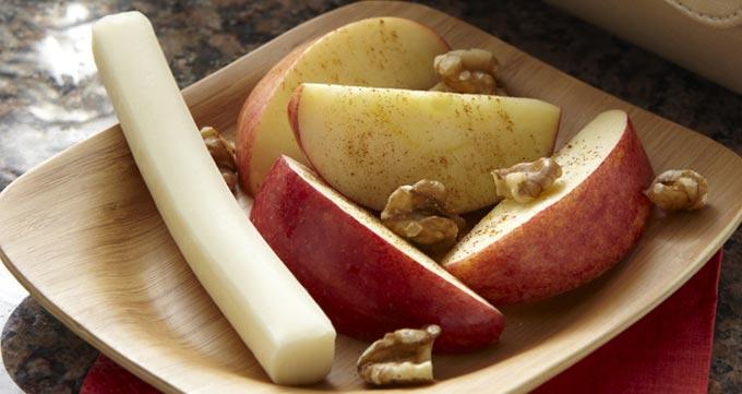 میان وعده سیب و پنیر