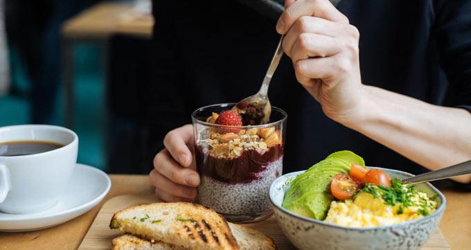 خوردن صبحانه باعث کاهش وزن شده و گرسنگی را کاهش میدهد
