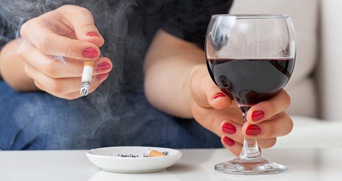 افرادی که سیگاری نیستند و الکل مصرف نمیکنند.