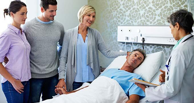 باید شخصی را همراه خود داشته باشید تا پس از مرخص شدن از بیمارستان شما را به خانه برساند.