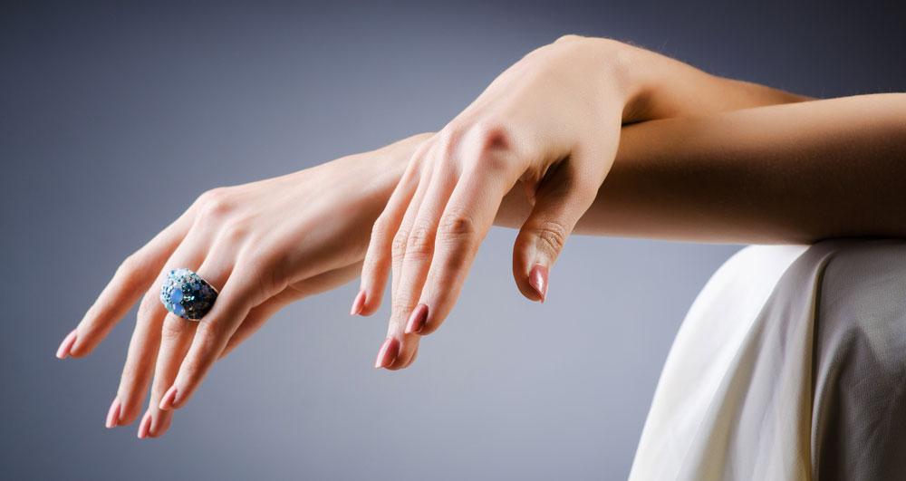دستانی زیبا و لطیف با تزریق ژل روی دست