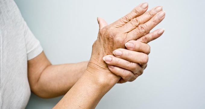 تزریق ژل روی دست