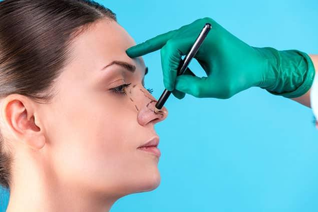 روش کوچک کردن بینی به وسیله عمل جراحی یا رینوپلاستی