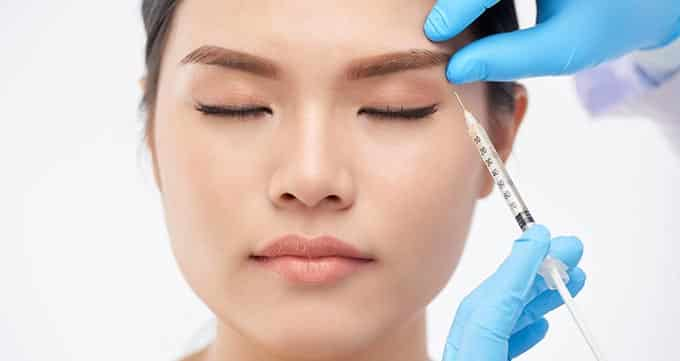 تزریق بوتاکس دور چشم چگونه انجام می شود؟