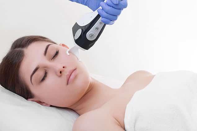 لیزر فرکشنال CO2 چگونه موجب جوانسازی پوست صورت میشود؟